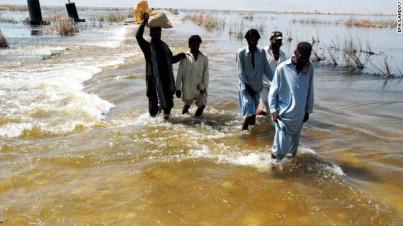Storflom i Pakistan i september, krevde hundrevis av menneskeliv. Flom og tørke har preget 2012.