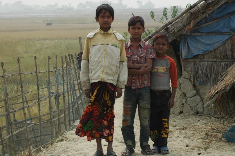 Khaird (11), Hasib (13) og Arif (6) mistet huset sitt.