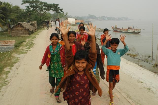 Glade jenter i Bangladesh som ikke frykter framtiden.