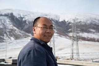 """Wu De er sjefsingeniør på den """"norske"""" vindparken i Chicheng. Han jobber for at Norge skal realisere sine klimamål."""